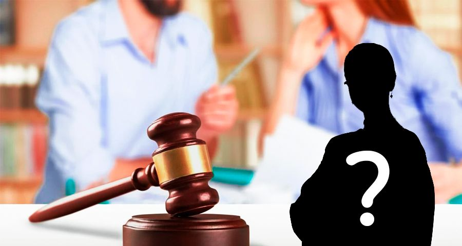 A lawyer with question mark before couple discussing divorce